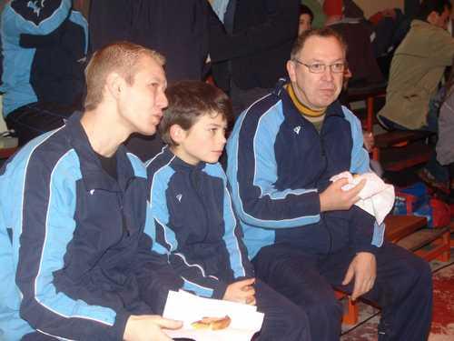 Maxime bien entouré par Romain et Joël